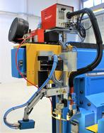 hochwertiger Brennerkopf mit Kamera , AVC (Lichtbogenhöhenregelung), Linearpendler und Laserpointer zur Nahtführung.